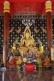Stor guld- Buddha i den Phuket staden, Thailand Fotografering för Bildbyråer