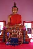 Stor guld- Buddha i den Phuket staden, Thailand Royaltyfria Foton