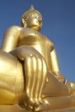 Stor guld- Buddha staty Royaltyfri Foto