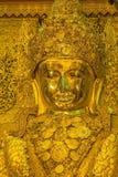 Stor guld- Mahamuni Buddha staty Arkivbild