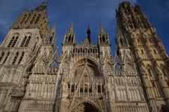 Stor härlig medeltida gotisk domkyrka Notre Dame i Rouen arkivfoto