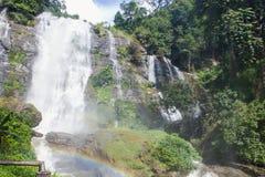 Stor härlig vattenfall Royaltyfria Bilder
