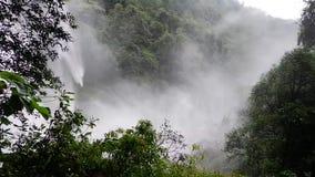 Stor härlig vattenfall stock video