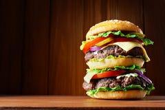 stor hamburgare Arkivfoton