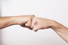 stor handshakeande som fungerar tillsammans Arkivbilder