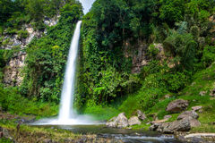 Stor härlig naturvattenfall i Bandung Indonesien Royaltyfria Bilder