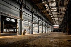 Stor industriell korridor av en reparationsstation arkivbilder