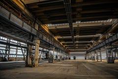 Stor industriell korridor av en reparationsstation royaltyfri fotografi
