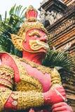 Stor jätte- staty på templet Thailand Arkivbild