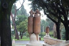 Stor kannaskulptur i en parkera i Rome Royaltyfri Foto