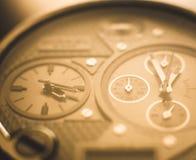 Stor klocka med åtskilliga visartavlor Royaltyfria Foton