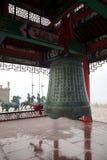 Stor klocka på Chengshantou sceniskt område nära Weihai, Kina Arkivfoto