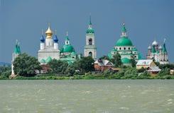 stor klosterrostovrussia town Arkivfoto