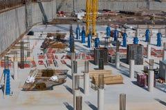 Stor konstruktionsplats med betonggrund Royaltyfri Fotografi