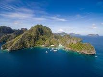 Stor lagun i El Nido, Palawan, Filippinerna Turnera a-rutten och förlägga Miniloc ö Royaltyfri Bild