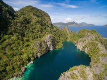 Stor lagun i El Nido, Palawan, Filippinerna Turnera a-rutten och förlägga Miniloc ö Royaltyfri Foto