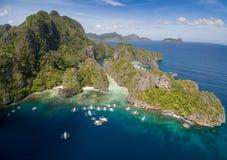 Stor lagun i El Nido, Palawan, Filippinerna Turnera a-rutten och förlägga Miniloc ö Arkivfoton