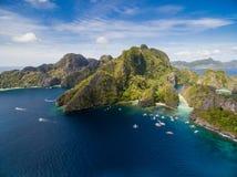 Stor lagun i El Nido, Palawan, Filippinerna Turnera a-rutten och förlägga Miniloc ö Arkivbild