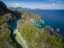 Stor lagun och liten lagun i El Nido, Palawan, Filippinerna Turnera a-rutten och förlägga Miniloc ö Royaltyfria Foton