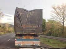 stor lastbil arkivbild