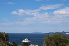 Stor lyxig yacht i Adriatiskt havet Arkivbilder