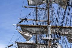 Stor mast av ett gammalt seglingskepp, Irland. Royaltyfri Fotografi