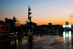 stor monument moscow peter till Arkivbild
