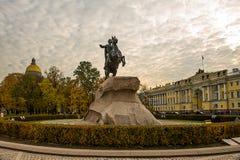 Stor monument till tsar, kejsare Peter det stort Grundaren av St Petersburg Skulptören Falconet Rest upp av beställning av Cather royaltyfria bilder
