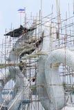 Stor Nagaskulptur är under konstruktion Arkivfoton