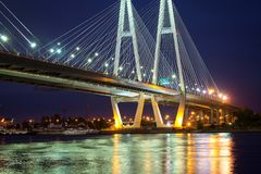 Stor Obukhovsky kabel-bliven bro, Neva flod Arkivfoto