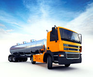 Stor orange bränsletankbil Arkivbild
