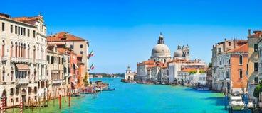 Stor panorama för kanal i Venedig, Italien royaltyfria foton
