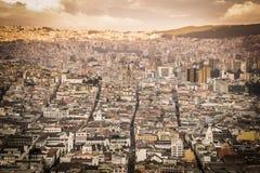 Stor panoramautsikt av Quitostaden, Ecuador Royaltyfri Fotografi