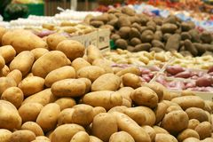 stor potatossupermarket Royaltyfri Bild