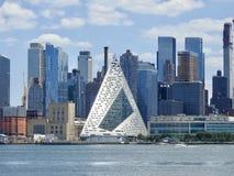 Stor pyramid för västra 57th gata av New York City Arkivfoto