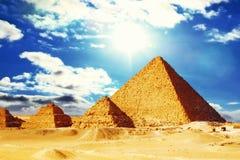 Stor pyramid som lokaliseras på Giza. Royaltyfria Foton