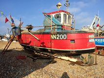 Stor röd fiskebåt arkivbild