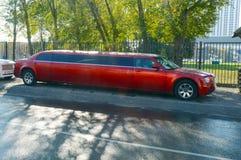 Stor röd limousine Arkivfoto