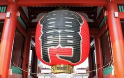 Stor röd pappers- lykta, port till senso-jitemplet Arkivbilder