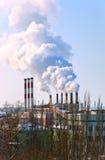 stor rökning för lampglasfabrik Fotografering för Bildbyråer