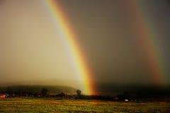 stor regnbåge Arkivfoton
