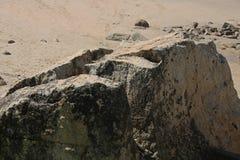 stor rock för strand arkivfoton