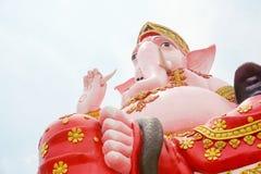 Stor rosa ganeshstaty i wat Prongarkat på Chachoengsao Thailand Arkivbilder