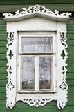stor rostov Fönster med sned arkitrav Royaltyfri Bild