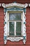 stor rostov Fönster med sned arkitrav Fotografering för Bildbyråer
