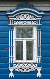 stor rostov Fönster med sned arkitrav Royaltyfria Bilder