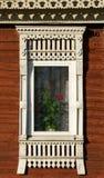 stor rostov Fönster med sned arkitrav Arkivfoton