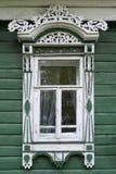 stor rostov Fönster med sned arkitrav Royaltyfri Foto