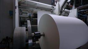 Stor rulle av tapeten för papper för tillverkning av, en modern tapet för fabrik för tillverkning av arkivfilmer