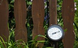 Stor rund termometer arkivfoto
